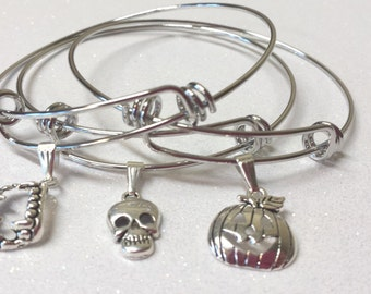 Halloween Bangle Bracelet- Pumpkin Bangle- Halloween Bracelet- Halloween Charm Bracelet- Halloween Jewelry- Pumpkin Bracelet