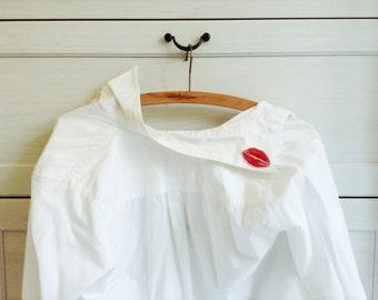 Red Lipstick Kiss Brooch,xoxo,Kiss Brooch,lips Badge,Laser Cut,mouth,Illustration Brooch,Plastic Brooch,Unique Brooch,Оriginal gift,For Her