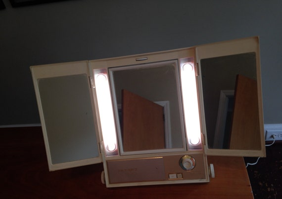 Clairol Lighted Makeup Mirror True To Light Iii Cosmetic Stage