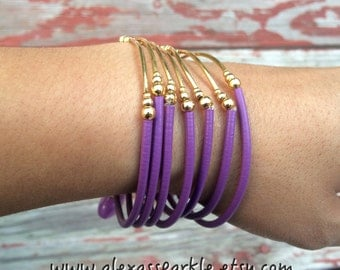 SALE: Purple Rubber Bracelet Set with gold plated charms- Semanario pulseras de caucho color morado/purpura con dijes chapa de oro
