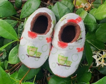 Soft baby Shoes/ Owl Baby Shoes/ Soft Sole Baby Shoes/ Fleece Baby Shoes/ Baby Slippers/ 0-3 Months/ Baby Boy Shoes/ Baby Girl Shoes