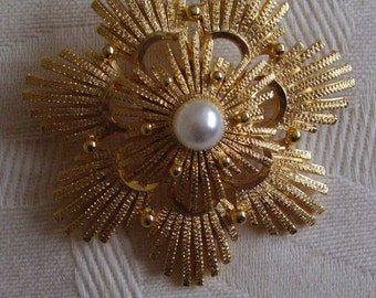 1950's Brooch Textured Sunburst Firework with Pearl Centre Domed Vintage Pin