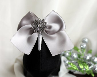 Silver/Grey Ribbon Bow with Snowflake and Clear Swarovski Crystal Shoe/Boot Clip