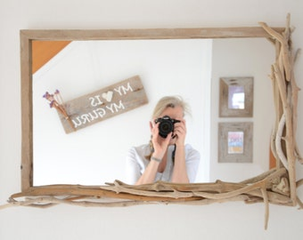 Mirror out of driftwood for the perfect beach house look