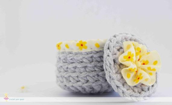 Articoli simili a Christmas Gift, Crochet Basket, Keepsake ...