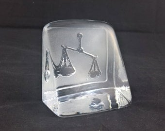 Paul isling paperweight vintage glass glass art swedish glass libra etched glass mid-century glass desing glass 1980s scale retro vintage