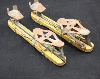 SALE Ice skates wooden skates dutch skates vintage skates antique skates metal skates wintersport ice skating doorlopers houtjes friese