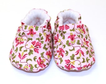 Baby girl shoes, crib shoes, cotton baby shoes, baby booties, soft sole, kids shoes, girl shoes baby, cottage chic shoes, pink,newborn shoes
