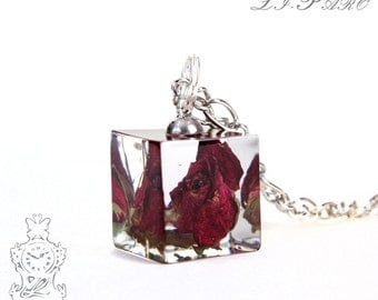 Large roses cube necklace