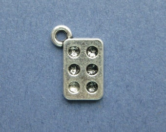 10 Muffin Pan Charms - Muffin Pan Pendants - Baking Charm - Cooking Charm - Antique Silver - 15mm x 10mm -- (U1-10406)