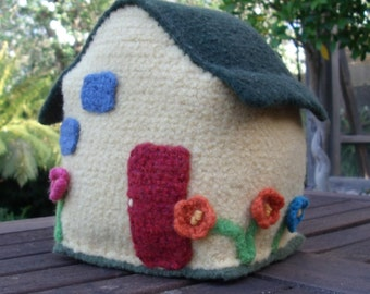 Felted Country Cottage / Fairy House