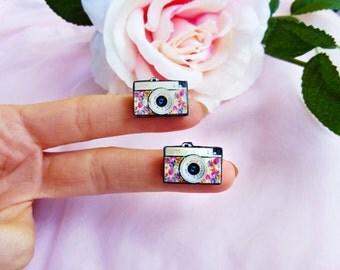 Retro camera earrings / photo camera earrings / camera with flowers / photographer earrings / floral earrings / camera gift idea