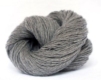 Organic wool - Schafwolle #03 - natural dark grey - knitting yarn - crochet yarn