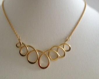 Goldfilled loop necklace.