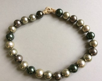 Large Faux Tahitian Hand Knotted Pearl Magnetic Rhinestone Clasp Necklace