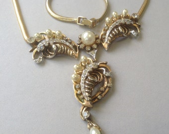 R. DeRosa Gold Tone Faux Pearl and Rhinestone Paisley Necklace