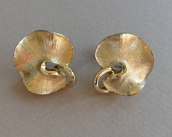 Lisner Lily Pad Gold Tone Screw Back Earrings