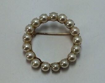 Vintage Gold Tone Circular Pearl Brooch Pin 9693
