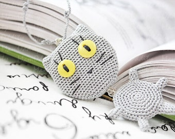 Grey cat Long necklaces Crochet necklace Grey cat with yellow eyes Cute jewelry Animal jewelry Cat jewelry Cat pendant Autumn Jewelry shop