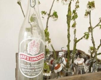 Vintage wooden bottle crate, bottle box with 17 different Lemonade bottles, 0.7 liter, 50s, ceramic closure, screen printing ....CHARMANT
