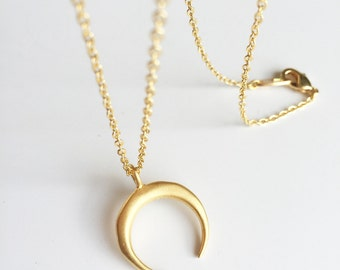 gold-plated chain Moon pendant necklace