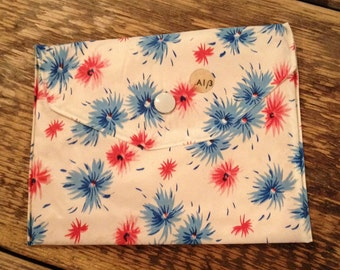 Original 1970's Vintage Blue & Red Floral Pattern Cosmetic / Make up bag - Good condition