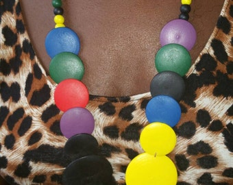 Hand made - Circle wooden shaped and bead necklace
