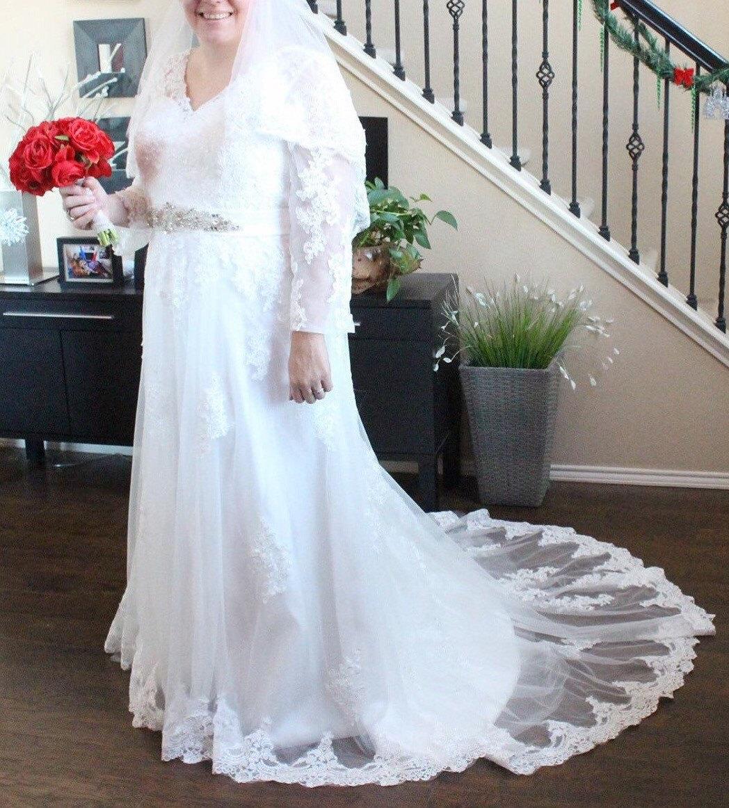 Full Figure Wedding Gowns: Full Figure Wedding Dress / Long Sleeve Wedding Dress / Beaded