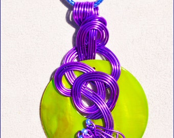 Colorful pendant handmade with its drive green mother-of-Pearl and its glass beads. LBC47