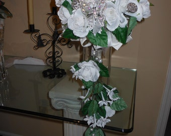 White Deluxe Brooch Bouquet