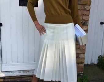Elegant vintage Gor-Ray cream pleated skirt