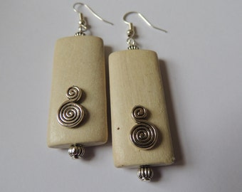 Vanilla whirl - Elegant Natural wooden bead  earring, with ethnic Afican boho feel