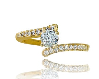 Solitaire ring,diamond ring,diamond gold ring,side diamonds,engagement ring