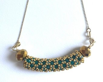 Hanging in netting with Crystal green and gold, necklace,
