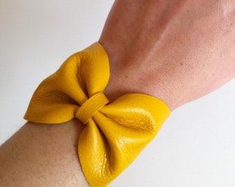 Bow leather bracelet