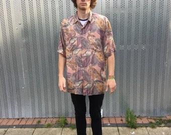 Short sleeved vintage shirt. Men's vintage shirt, patterned design. 80s mens fashion.