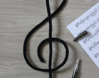 Treble clef in knitting, note music in knitting wool