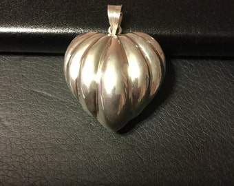Silver heart puff pendant