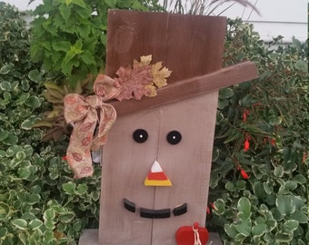 Scarecrow / Snowman outdoor wooden decoration