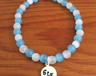 Customized School Colors Beaded Stretch Bracelet, Hand Stamped Aluminum Disc With School Initials