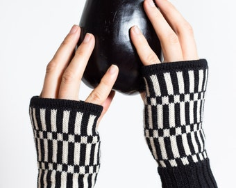 Short Mittens Frankie - Black and white fingerless gloves made of pure merino wool - wrist warmers knitted by MARGOT & ME