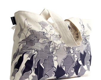 Manta ray tote bag, screenprinted on organic cotton, can be used as tote, shopper and beachbag.