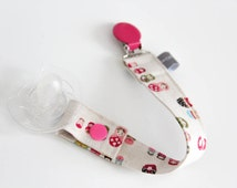 Pacifier clip - snap - enamel clip - matriochkas - nesting dolls - pink - cotton fabric - baby - baby girl - baby gift - baby shower - dummy