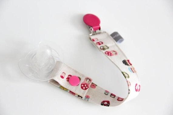 Pacifier clip - snap - enamel clip - matriochkas - nesting dolls - pink - cotton fabric - baby - baby girl - baby gift - baby shower - dummy