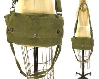 60s Army Messenger / Vintage 1960s US Military Lightweight Service Mask Bag / Green Cotton Canvas / Flap Closure / Adjustable Shoulder Strap