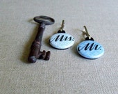 Mr and Mrs Keychain, Set of 2 Calligraphy Key Chains, Zipper Pull Charm (02)