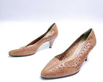 Size 8M// Vintage Cameos Shoes// Caramel Brown Made in Brazil Women's Kitten Heels// 111