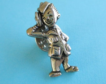 Vintage WWII Lapel Pin - Saluting Soldier
