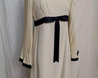 Vintage 1970s Mod Ivory Crepe Empire Mini Dress with Fabulous Angel Sleeves Size 8