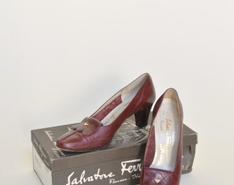 Vintage Ferragamo Shoes --- Burgundy Heels